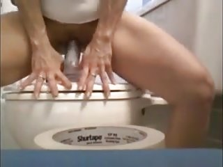 Amateur;Masturbation;Matures;Dildo Na WC solji