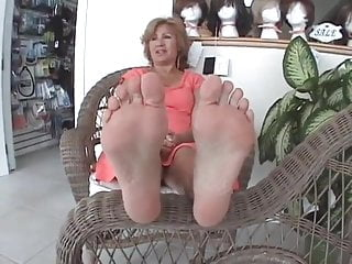 Footjob Mature lady Soles