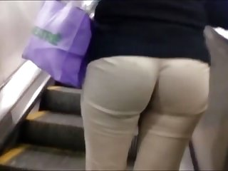 Hidden Cams;MILFs;Voyeur;Big Butts Ejecutive sexy