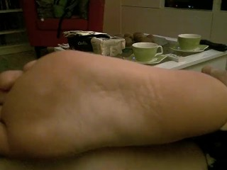 mom;mother;feet;foot;fetish;soles;toes,Amateur;MILF;Feet;60FPS Long toes and size 9 soles