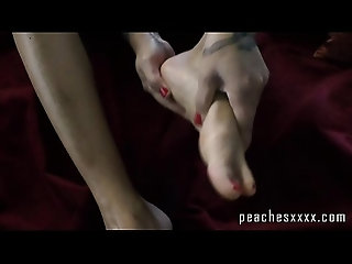 hot,sexy,babe,milf,tattoo,amateur,homemade,solo,legs,fetish,mom,massage,feet,foot-fetish,sexy Self Oil Foot Massage by Fireplace