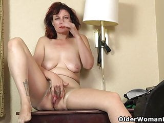 Mature;MILF;Nylon;HD Videos;Cougar;Striptease;Pantyhose;American;Mom An older woman means fun part 131