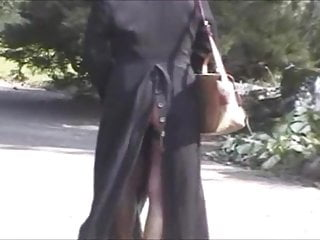 Amateur;Mature;Public Nudity;Upskirt;Flashing;Voyeur;Outdoor;Swiss Laetitia 8. Long manteau.