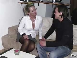 Hardcore;Teens;MILFs;Old+Young;German;HD Videos;Mutter;Scout 69 Mutter fickt jungen Typen und er...