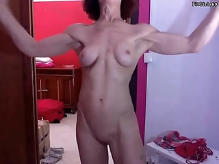 milf,shaved,amateur,mature,redhead,fit,granny,cam,fitness,muscle,athletic,flexing,gilf,abs,biceps,veins,neck-veins,mature Athletic GILF Showing Her Beautiful...