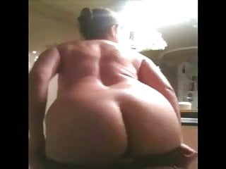 Amateur;Mature;Flashing;French Mature aux gros seins s'exhibe