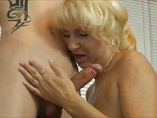 Amateur;Teen;Facial;MILF;Old & Young;Cuckold;Skinny;Cum in Mouth Mature MILF fucked by STRANGER TEEN -...
