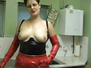 Blowjob;Tits;MILF;British;Lingerie;Cum in Mouth;High Heels;European;Pissing Lady Kinky Boots introduce herself